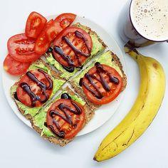 Brot mit Avocado Tomate Balsamicocreme Banane und SojamilchKaffee balancedmeal foodhellip