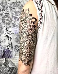 Mandala Tattoo Guide - Meaning And Over 100 Tattoo Ideas - Tattoo Stylist Mandala Tattoo Meaning, Mandala Tattoo Sleeve, Mandala Flower Tattoos, Tattoo Sleeve Designs, Sleeve Tattoos, Flower Mandala, Geometric Tattoo Design, Mandala Tattoo Design, Geometric Tattoos