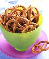 These Hot Pepper Pretzels are are a simple and tasty way to satisfy a salt craving. #recipe #WWLoves