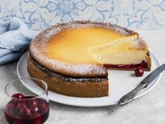 Käsekuchen mit Kirschen Top Recipes, Cake Recipes, Covered Pergola, Mole, Panna Cotta, Cheesecake, Food And Drink, Low Carb, Sweets