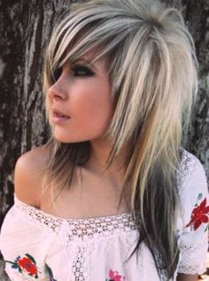 Emo Frisuren für Mädchen mit langen Haaren  #frisuren #haaren #langen #madchen