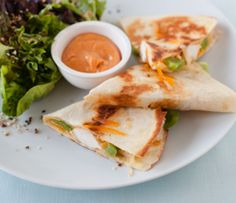 Epicure Bali Chicken Quesadillas with Sriracha Aioli Epicure Recipes, Healthy Recipes, Yummy Recipes, Yummy Eats, Yummy Food, Sriracha Aioli, Low Fat Cheese, Clean Eating Chicken, Lean Meals
