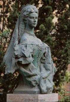 Bust of Empress Elisabeth. Empress Sissi, The Empress, Austria, Kaiser Franz, Scenery Photography, Austro Hungarian, Elisabeth, Romy Schneider, Herzog