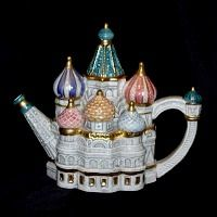 Basil Cathedral teapot is part of the Landmarks Collection. This teapot is 6 H and has a 28 oz capacity. Production was limited to 5000 units and manufactured in Taiwan. Teapots Unique, Teapots And Cups, Tea Art, Chocolate Pots, Tea Time, Tea Cups, Pottery, Snowy Woods, Sergio Perez