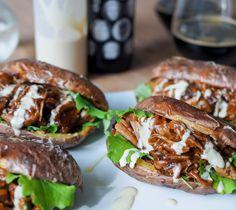 Perunankuoriburgeri maistuu pottuhullujen lisäksi ehkä myös niille, joilla jää aina se hampurilaissämpylä enimmäkseen syömättä (eli kuten mulle)!