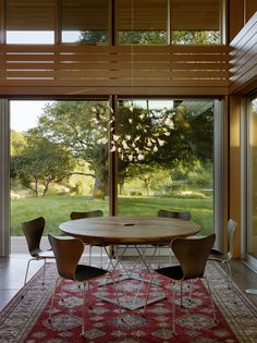 Dining Room with large sliding doors for indoor/outdoor living - Sonoma Residence, Turnbull Griffin Haesloop Architects