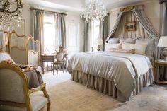 характерная черта Master Bedroom, Bedroom Decor, Victoria Magazine, Traditional Bedroom, Romantic Homes, Neoclassical, Marie Antoinette, Beautiful Interiors, Boudoir
