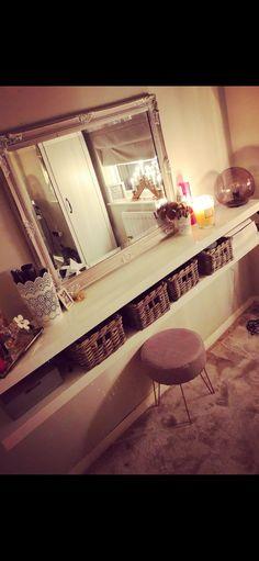 Dressing Room, Entryway Tables, Furniture, Home Decor, Walk In Closet, Interior Design, Home Interior Design, Arredamento, Changing Room