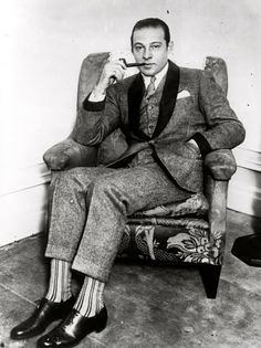 The Sex Symbol of the Portrait Photos of Rudolph Valentino During His Short Life Rudolph Valentino, Cthulhu, Roaring Twenties, The Twenties, Mode Vintage, Vintage Men, Vintage Gentleman, Vintage Prom, Style Vintage Hommes