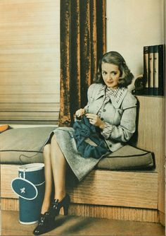 Bette Davis knitting