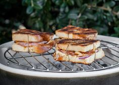 They are a South African classic, and for good reason. The beauty about the broodjie is that you can go as simple or as crazy as you like with fig and pig. Toast Sandwich, Grilled Sandwich, Braai Recipes, Cooking Recipes, Braai Pie, South African Recipes, Ethnic Recipes, Safari Theme, Baking And Pastry