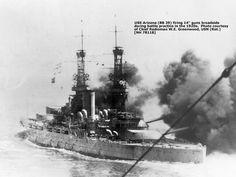 USS Arizona (BB-39) - Corazzata ClassePennsylvania - Entrata in servizio17 ottobre 1916 - Caratteristiche generali Dislocamento31.400 t Lunghezza185 m Larghezza32 m Pescaggio8,8 m CV totali (23.500 (kW) Velocità21 nodi  (39 km/h) Autonomia13.990 km a 12 nodi (22 km/h) Equipaggio93 ufficiali e 1.639 marinai Armamento Artiglieria12 cannoni da 356/45, 22 cannoni da 127/51, 4 cannoni da 76/50 - Affondata durante l'attacco di Pearl Harbor il 7 dicembre 1941