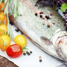 Śledzie po kaszubsku: rarytas wg Magdy Gessler Polish Recipes, Polish Food, Fresh Rolls, Fish, Meat, Ethnic Recipes, Polish Food Recipes, Pisces