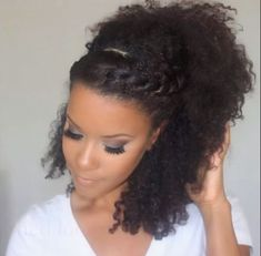 Easy Breezy Chic Natural Style - http://community.blackhairinformation.com/hairstyle-gallery/natural-hairstyles/easy-breezy-chic-natural-style/