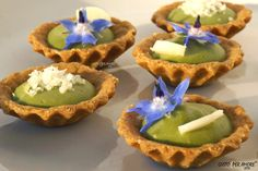 How to make savoury tarts for your party. This mini tarts are made with a wholemeal short crust filled up with fava beans and pecorino cheese. If you like you can garnish with borage flowers