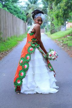 A stunning merging of traditions. African Print Wedding Dress, African Print Skirt, African Print Fashion, African Fabric, African Prints, African Dresses For Women, African Attire, African Wear, African Women