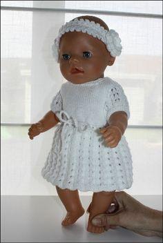 Zomers jurkje met bijhorende broek en haarband! – Handgebreide kleertjes voor de Baby Born pop Knitting Dolls Clothes, Crochet Baby Clothes, Doll Clothes Patterns, Knitted Doll Patterns, Knitted Dolls, Baby Patterns, American Girl Outfits, Girl Dolls, Baby Dolls