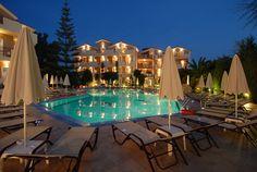 Contessina Hotel - Pool area at night