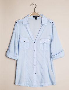 chemise bleu ciel à rivets
