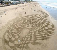 Kunstwerk In Brighton Beach, Neuseeland - Street Art Trend 2019 3d Street Art, Land Art, Brighton, Art Plage, Sand Drawing, Sand Pictures, Funny Pictures, Amazing Pictures, Graffiti