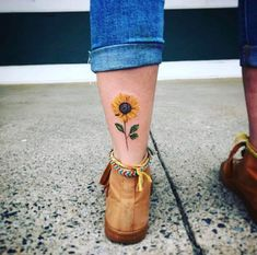 x There are many designs for tattoos. But flower tattoos are always best. If you are looking for the best flower tattoos ideas for women then you are at the right place. Flower Tattoos Design Ideas For Women Mini Tattoos, Star Tattoos, Finger Tattoos, Leg Tattoos, Ankle Tattoo, Form Tattoo, Shape Tattoo, Sunflower Tattoo Shoulder, Sunflower Tattoos