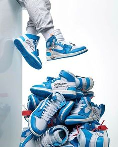 In one of the latest pieces from the Swoosh's work with Virgil Abloh, we get a look at the Off-White x Air Jordan 1 Powder Blue. Of course, most people will know this isn't Abloh's first attempt at rethinking the Air Jordan 1 . Air Jordan 1 Unc, Jordan 1 Blue, Air Jordan Sneakers, Jordan 1 Retro High, Jordan Nike, Sneakers Mode, Best Sneakers, White Sneakers, Sneakers Fashion