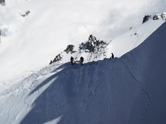 profesional climbers on Aquille du Midi. Climbers, France, Mountains, Nature, Travel, Mont Blanc, Naturaleza, Viajes, Destinations