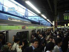 Jam padat kereta di Tokyo