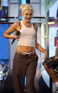 Ideas style icons gwen stefani for 2019 Gwen Stefani 90s, Gwen Stefani No Doubt, Gwen Stefani Style, Gwen Stefani Fashion, 2000s Fashion Trends, Early 2000s Fashion, 90s Fashion, Fashion Outfits, Fashion Ideas