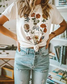 Wild flower Graphic Tees Women Shirts Short Sleeve T-shirt O-neck Tops - summer 2020 outfits Looks Street Style, Looks Style, Looks Cool, Mode Outfits, Casual Outfits, Fashion Outfits, Womens Fashion, Fashion 2017, Fashion Trends