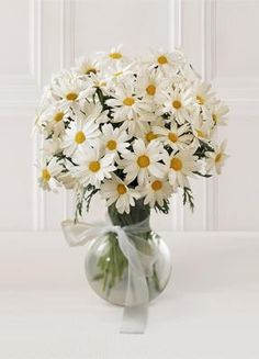 daisy wedding bouquet...Daisies are my favorite flower.