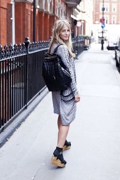 lookandfashion.hola.com fashionassistance files 2014 12 Mochila-con-vestido.jpg