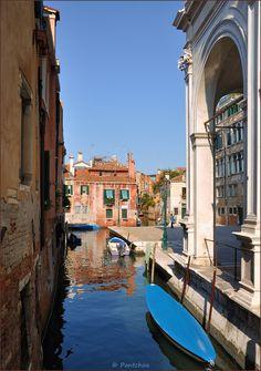Rio San Pantalon in San Polo, Venice, Veneto_ Italy