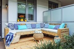 Free Sectional Sofa Project Plans Free Sectional Sofa Project Plans – Real Cedar Related posts: Outdoor Daybed DIY Project – perfect outdoor sofa and daybed! Adirondack Furniture, Diy Outdoor Furniture, Furniture Plans, Outdoor Decor, Diy Furniture, Rustic Furniture, Rustic Outdoor, Furniture Layout, Furniture Styles