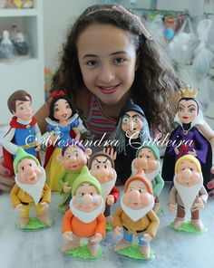 Discover thousands of images about Snow White Figures Fondant Toppers, Fondant Cakes, Cupcake Cakes, Polymer Clay Christmas, Cute Polymer Clay, Sugar Animal, Snow White Cake, Snow White Birthday, White Cakes