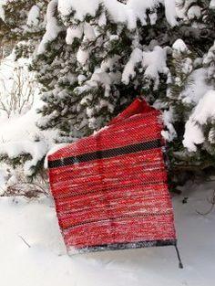 Red rag-rug in snow