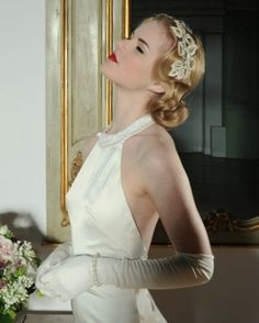Vintage updo with headpiece styled by Pretty Me Vintage . Vintage Bridal Hair & Make Up Tips {1920s to1950s} | Confetti Daydreams Vintage Updo, Vintage Hairstyles, Vintage Bridal Hair, 1950s Hairstyles, Up Hairstyles, Wedding Hairstyles, Wedding Vintage, Vintage Style, Bridal Looks