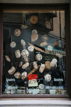 It's raining #bread, very effective! Shop Windows in #Spain