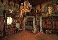 Art and Interior: SPECIAL SERIES: The Revival of Medieval Renaissance Bedrooms in the Goth Scene part 3 Medieval home decor Gothic bedroom Medieval bedroom