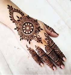 What is a Henna Tattoo? Henna tattoos are becoming very popular, but what precisely are they? Henna Hand Designs, Eid Mehndi Designs, Indian Henna Designs, Latest Arabic Mehndi Designs, Mehndi Designs For Girls, Wedding Mehndi Designs, Henna Tattoo Designs, Mehndi Images, Hand Mehndi Design
