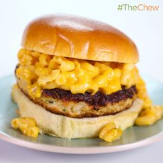 the chew--Clinton Kelly's Chicken Mac and Cheese Burgers The Chew Recipes, Burger Recipes, Real Food Recipes, Dinner Recipes, Cooking Recipes, Yummy Food, Dinner Ideas, Chicken Recipes, Cooking Ideas