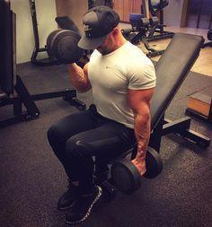 Sábado à noite também tem... E aí bora?  #nutrition #nutrologia #mundobt #muscle #body #bodybuilder #shredded #eatclean #lowcarb #workout #gym by dr.pedroalbuquerque