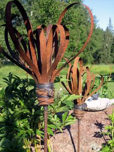 Garden art : rebar and metal strips make it look like butterfly