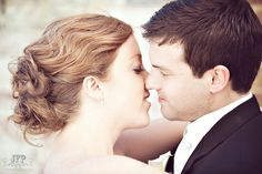 posing couples, posing the bride and groom, almost kiss, wedding photography, urban wedding
