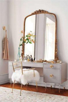 Makeup Vanity In Bedroom Winter - for the beauty room: 10 of our favorite modern makeup vanity Modern Makeup Vanity, Makeup Table Vanity, Vanity Room, Vanity Ideas, Mirror Vanity, Makeup Tables, Mirror Ideas, Vanity Set Up, Makeup Dresser