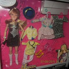 HANNAH-MONTANA-DOLL-IN-ORIGINAL-PACKAGE-CLOTHS-SHOES-ACCESSORY-BY-DISNEY