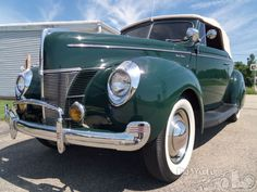 Ford V8 Deluxe Convertible Coupe 1940.