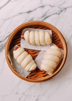 Chinese Sausage Buns (Lop Cheung Bao) are a tasty throwback treat. These buns are made with sweet cured Chinese sausage wrapped in a fluffy steamed mantou Hot Dogs, Hot Dog Buns, Chinese Sausage, Sausage Wrap, Asian Recipes, Chinese Recipes, Asian Desserts, Asian Foods, Ravioli Bake