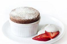 Choklad- och vaniljpannacotta med krossade hallon - Recept - Tasteline.com Chocolate Souffle, Vegan Chocolate, Macarons, Allergies, Vegan Recipes, Dishes, Eat, Desserts, Food