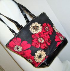 Gorgeous Liz Claiborne Hand bag with the bucket design and so Vogue Fashion Forward  Excellent Excellent condition - no issues or flaws to state  A tight linen type fabric print accented with red sequins and beads and a black vinyl trim Double Handles Drop approx 15 Center inside zip compartment 1 inside, side zip compartment  Measures (not including handles/straps)  14 tall X 9-1/2 wide X 5 deep  Hand